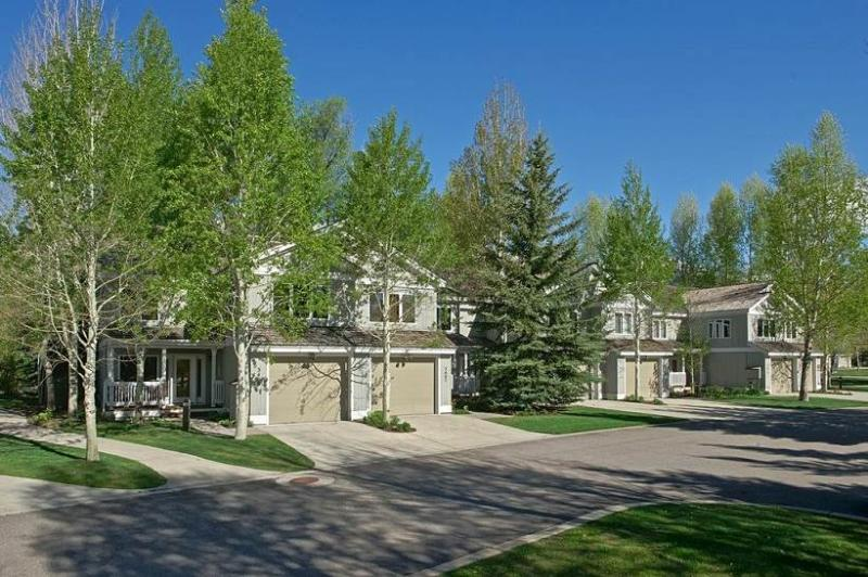 3bd/3.5ba Teton Pines Townhome 18 - Image 1 - Wilson - rentals