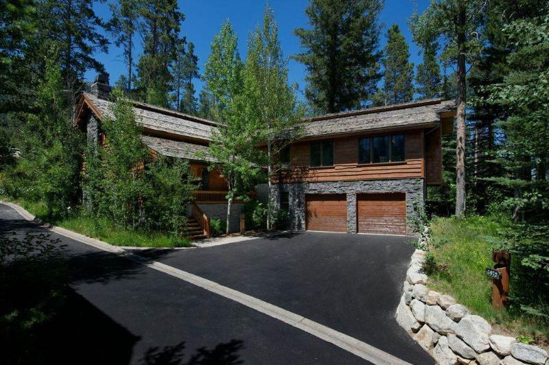 Teton Village 4 BR, 5 BA Cabin (4bd/4.5ba Granite Ridge 3072) - Image 1 - Teton Village - rentals