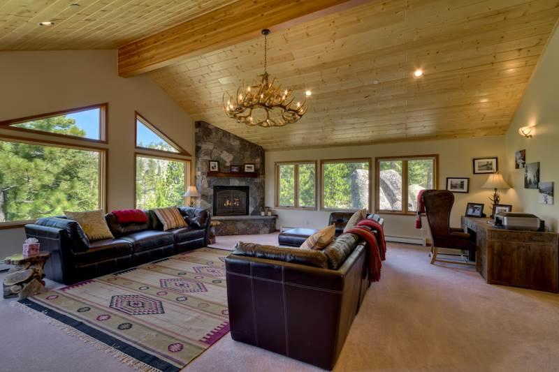 Deluxe Tahoe Home, Completely Updated with Lake Views and Private Hot Tub (UK25) - Image 1 - Stateline - rentals