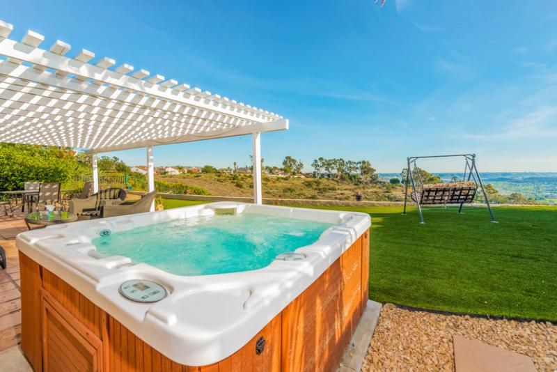 Take a dip in our always clean and always HOT spa & enjoy the VIEWS! - $289 SPRING SPECIAL~AMAZING CYN VIEWS w/hot tub & 1-story - Pacific Beach - rentals