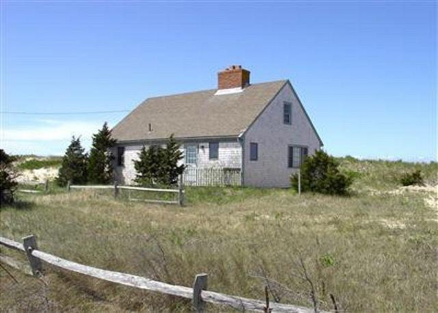 EASTHAM 3 BEDROOM COTTAGE NESTLED IN THE DUNES JUST STEPS FROM THE BAY! - Image 1 - Eastham - rentals