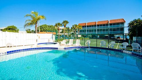 Pool area - Pelican Cove - Bradenton Beach - rentals