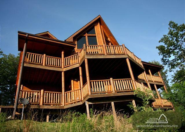 Big Bear Lodge  Views Gaming Hot Tub Privacy Pets Jacuzzis Free Nights - Image 1 - Gatlinburg - rentals