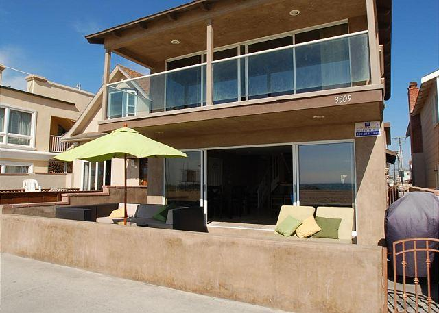2 Story Oceanfront Home on the Boardwalk -  (68197) - Image 1 - Newport Beach - rentals