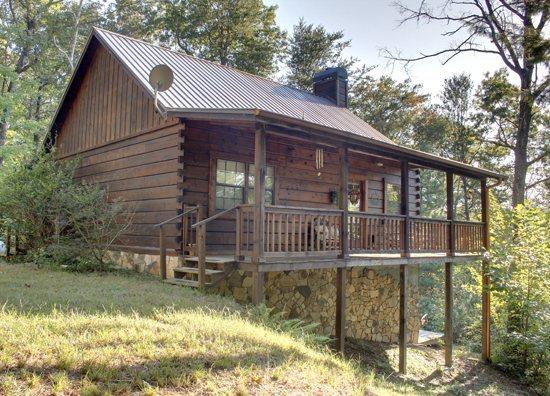 A BEAR PAUSE- 3BR/2BA- CABIN SLEEPS 11, SECLUDED, HOT TUB, SCREENED PORCH, POOL TABLE, CARD AND CHECKER TABLE, AND WIFI, STARTING AT $125/NIGHT! - Image 1 - Blue Ridge - rentals