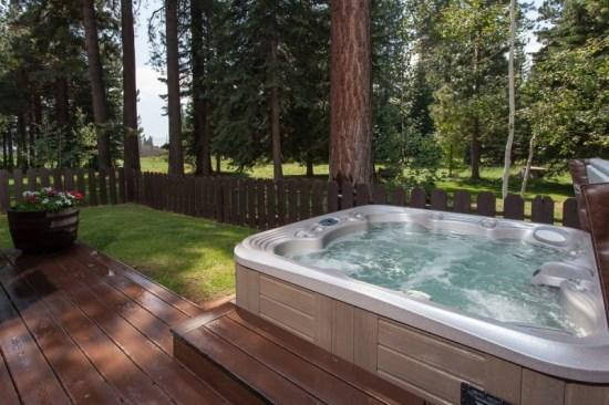 Hot Tub, Fenced Yard, Lawn Area - Hill Vacation Rental Cabin in Kings Beach -Hot Tub - Kings Beach - rentals