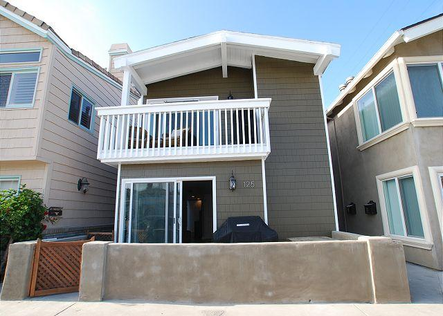 Gorgeous Remodeled 4 Bedroom Condo! Just 9 Houses From Sand! (68279) - Image 1 - Newport Beach - rentals