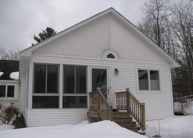 Lavender Cottage on Davis Lake in Maple City - Image 1 - Maple City - rentals