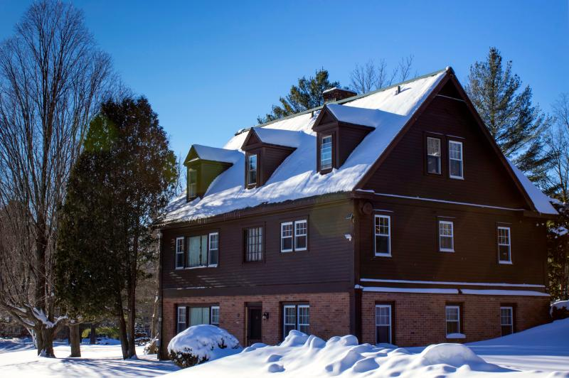 Fantastic Ski House! Sleeps 18 in 8 bedrooms, - Perfect Reunion house - Pool, tennis, sleeps 20! - Manchester - rentals
