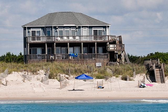 I'm on a boat! - Hampton Colony 412 Oceanfront! | Community Pool, Hot Tub, Internet, Wedding - North Topsail Beach - rentals