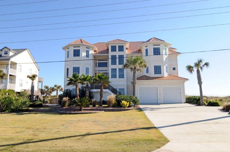 3682 Island Drive - Island Drive 3682 Oceanfront! | Private Heated Pool, Hot Tub, Elevator, Jacuzzi, Internet - North Topsail Beach - rentals