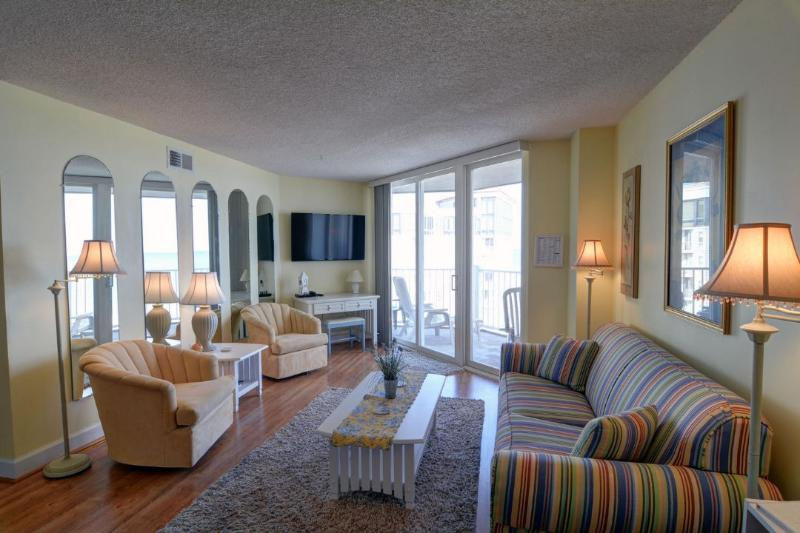 Living Area - St. Regis 1510 Oceanfront! | Indoor Pool, Outdoor Pool, Hot Tub, Tennis Courts, Playground - North Topsail Beach - rentals