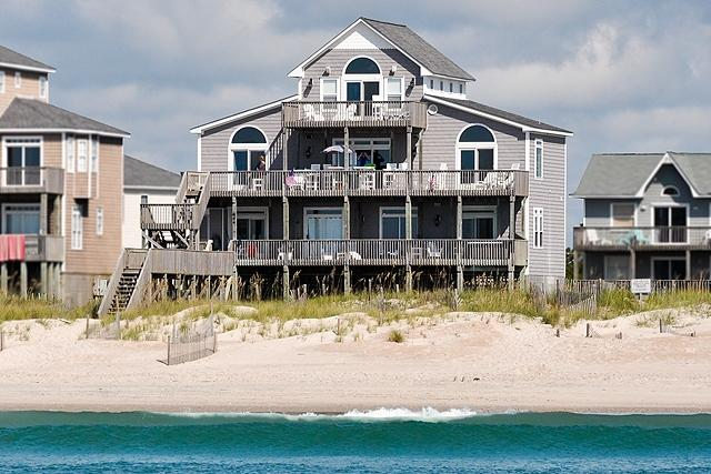 I'm on a boat! - Hampton Colony 644 Oceanfront! | Community Pool, Hot Tub, Jacuzzi, Fireplace - North Topsail Beach - rentals
