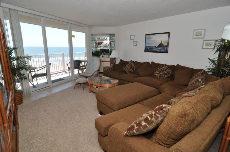 Living Room - St. Regis 1208 Oceanfront! |  Indoor Pool, Outdoor Pool, Hot Tub, Tennis Courts, Playground - North Topsail Beach - rentals