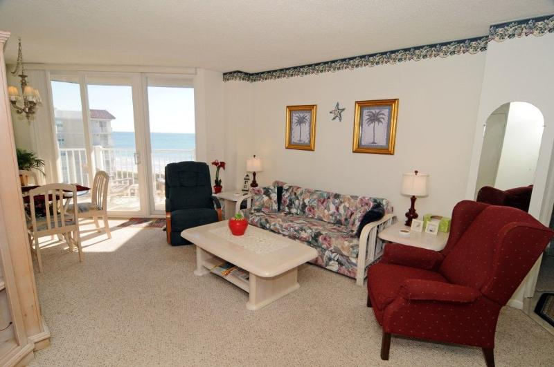 Living Room - St. Regis 2613 Oceanfront! | Indoor Pool, Outdoor Pool, Hot Tub, Tennis Courts, Playground - North Topsail Beach - rentals