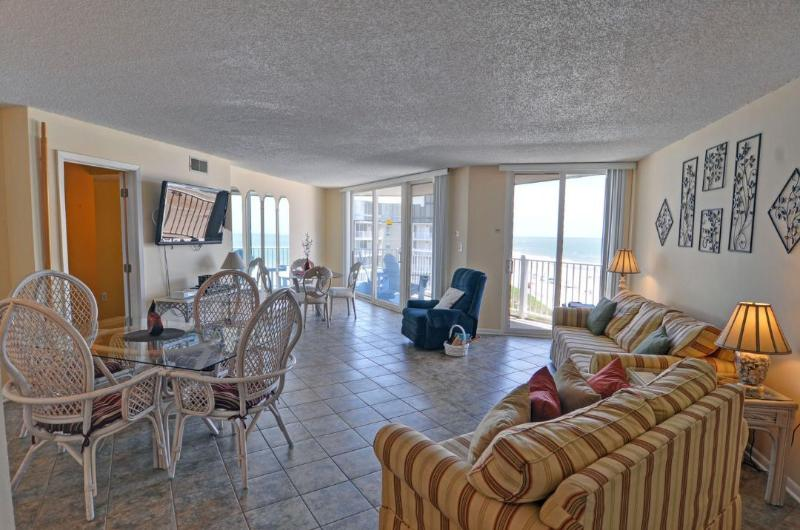 Living Area - St. Regis 1509 Oceanfront! | Indoor Pool, Outdoor Pool, Hot Tub, Tennis Courts, Playground - North Topsail Beach - rentals
