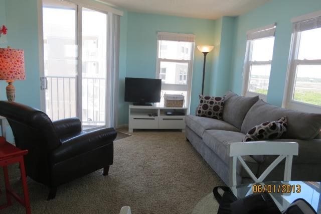 Living Area - St. Regis 2501 Oceanfront! | Indoor Pool, Outdoor Pool, Hot Tub, Tennis Courts - North Topsail Beach - rentals