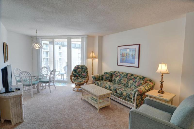 Living Area - St. Regis 1413 Oceanfront! | Indoor Pool, Outdoor Pool, Hot Tub, Tennis Courts, Playground - North Topsail Beach - rentals