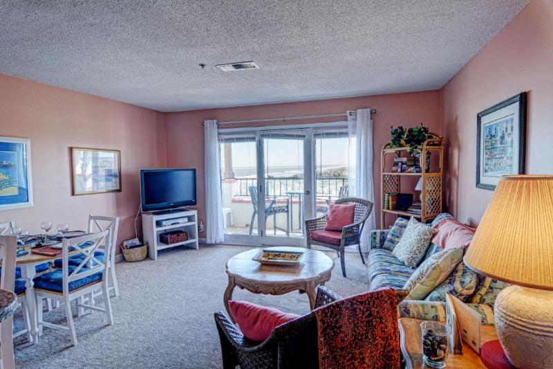 Living Area - Villa Capriani 219-A Oceanfront | 3 Pools, Largest Pool on NC Coast, 2 Hot Tubs, Grill Area, Tennis Courts, Restaurant, Internet - North Topsail Beach - rentals