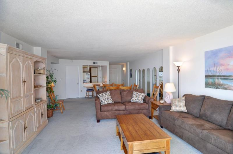 Living Area - St. Regis 2407 Oceanfront! | Indoor Pool, Outdoor Pool, Hot Tub, Tennis Courts, Playground - North Topsail Beach - rentals