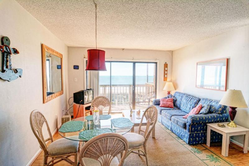 Living & Dining - Topsail Dunes 2202 Oceanfront! | Community Pool, Tennis Courts, Grill Area - North Topsail Beach - rentals