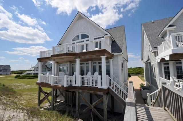 4246 Island Drive - Island Drive 4246 Oceanfront! | Internet, Community Pool, Hot tub, Jacuzzi, Fireplace - North Topsail Beach - rentals