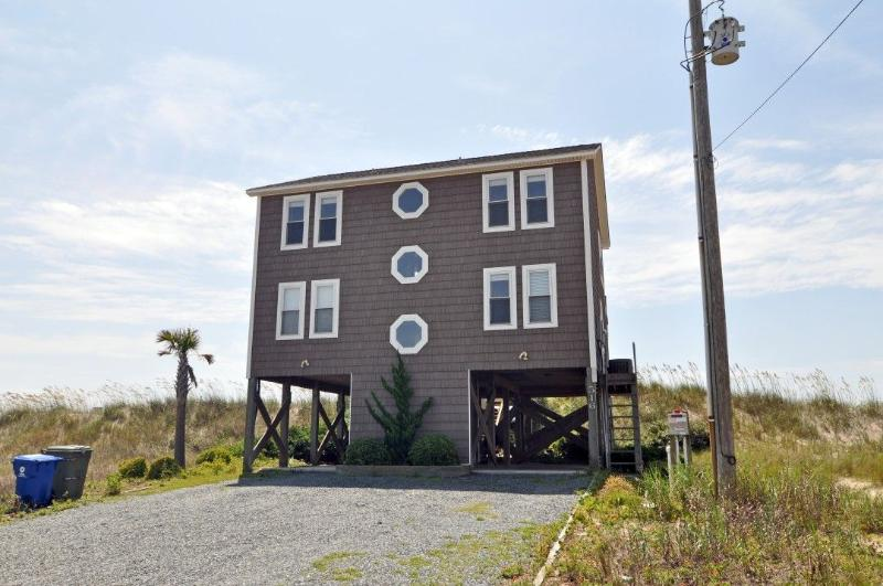 516 Ocean Dr - Ocean Drive 516 Oceanfront! | Hot Tub, Jacuzzi, Fireplace, Internet - North Topsail Beach - rentals