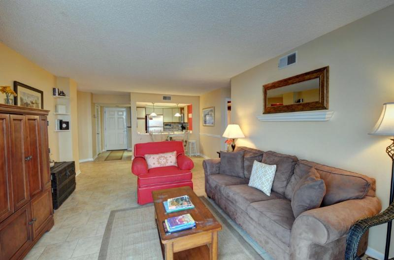 Living Area - St. Regis 3211 Oceanfront! | Indoor Pool, Outdoor Pool, Hot Tub, Tennis Courts - North Topsail Beach - rentals