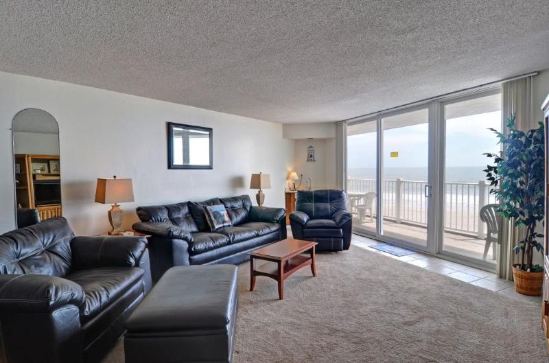 Living Area - St. Regis 1207 Oceanfront! |  Indoor Pool, Outdoor Pool, Hot Tub, Tennis Courts, Playground - North Topsail Beach - rentals