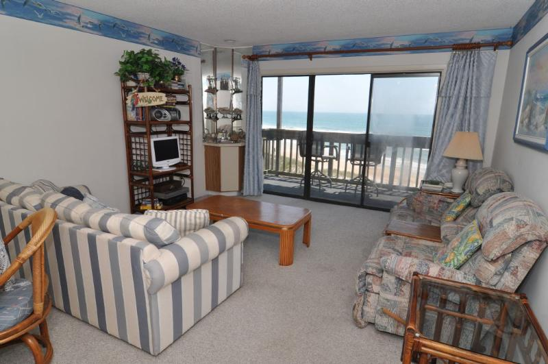 Living Room - Topsail Dunes 3308 Oceanfront! | Community Pool, Tennis Courts, Grill Area, Elevator, Internet - North Topsail Beach - rentals