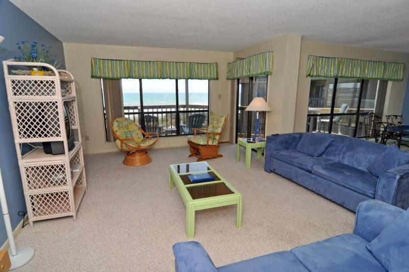Living Area - Topsail Dunes 2213 Oceanfront! | Community Pool, Tennis Courts, Grill Area - North Topsail Beach - rentals