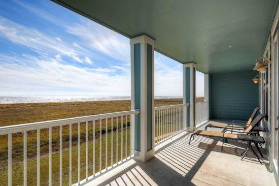 Expansive patio to enjoy the beach views - Kristi`s Paradise - Galveston - rentals