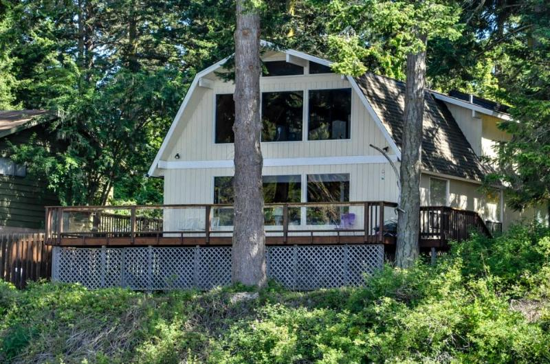 Charming oceanfront home w/ stunning views, close to beach - dogs ok! - Image 1 - Lopez Island - rentals