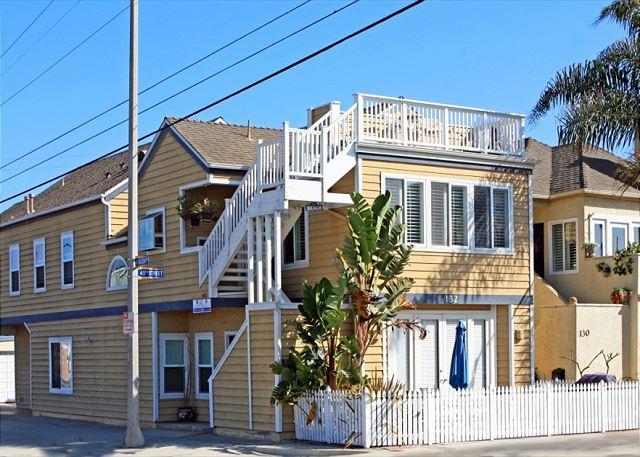 Renovated 3 Bedroom Condo! 1 Block from Sand! (68275) - Image 1 - Newport Beach - rentals