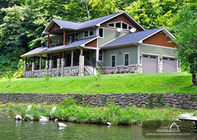 River Memories  On the Water Hot Tub Pool Table Pets WiFi  Free Nights - Image 1 - Gatlinburg - rentals