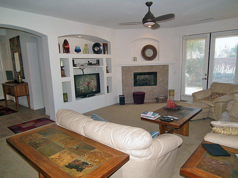 Bright  Airy Living Room - Cimmaron Cove Golf Villa - Palm Springs - rentals