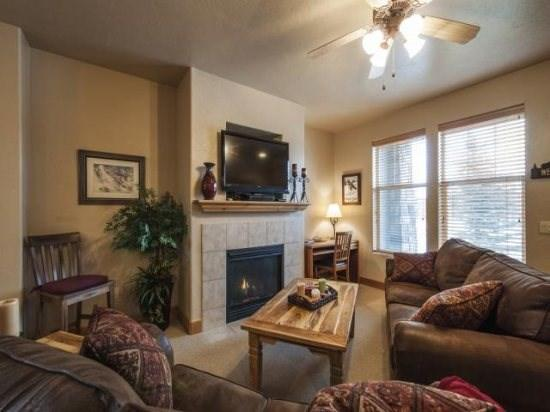 Foxpointe 2 Bedroom Mountain Townhome Sleeping 6 - Beautifully Furnished - Image 1 - Park City - rentals