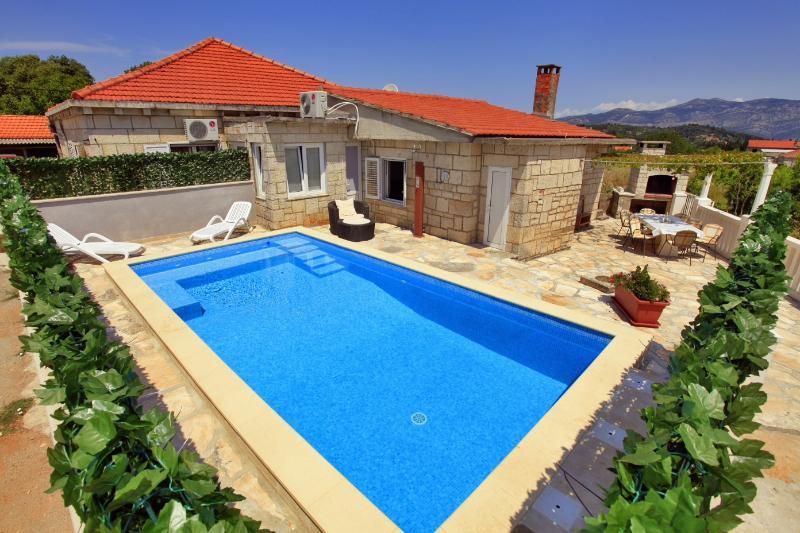 House with pool for rent, Zrnovo, Korcula - Image 1 - Cove Tri Zala (Zrnovo) - rentals
