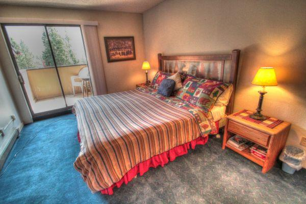 CM417H Copper Mountain Inn - Center Village - Image 1 - Copper Mountain - rentals