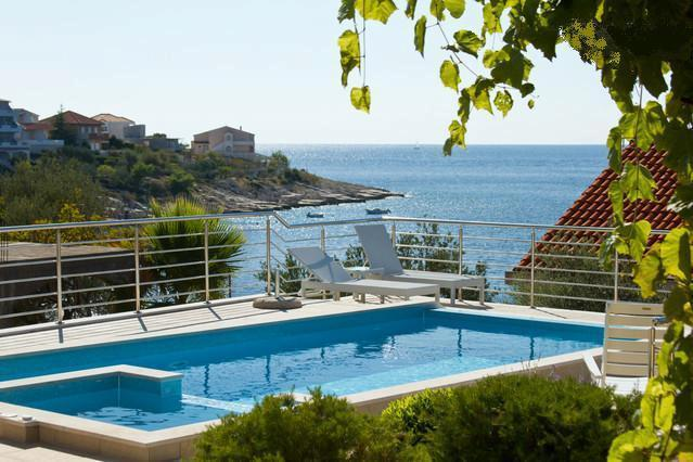 Holiday villa by the sea, in Razanj, Rogoznica area - HOLIDAY VILLA IN ROGOZNICA BY THE SEA - Razanj - rentals