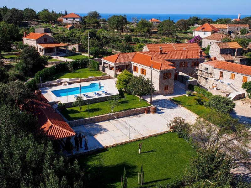 Villa with pool for rent in Konavle, Dubrovnik area - VIILA FOR RENT IN KONAVLE, DUBROVNIK, CROATIA - Konavle - rentals