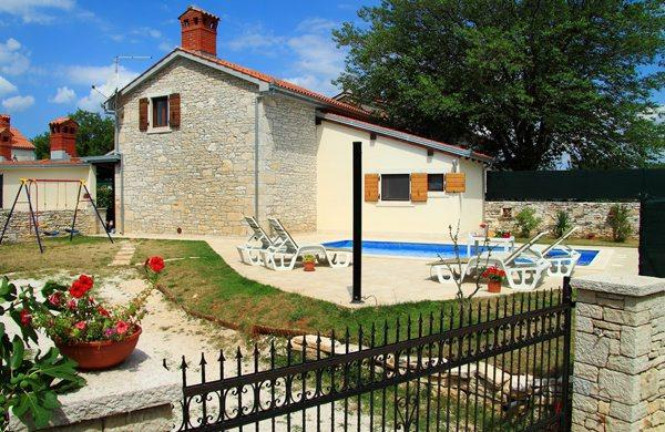 Charming holiday home with a pool, Manjadvorci, Istria - HOLIDAY HOUSE WITH POOL - Manjadvorci - rentals