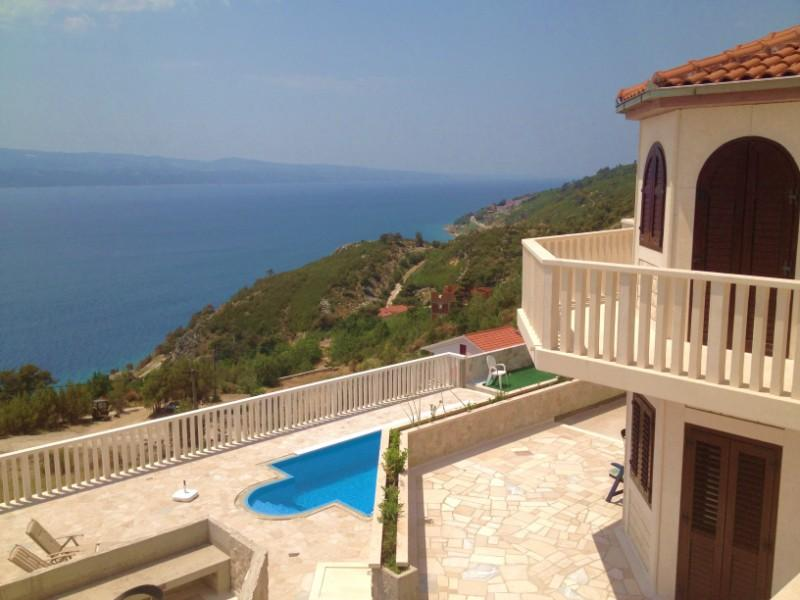 WONDERFUL SEASIDE VILLA FOR RENT Omis - Image 1 - Lokva Rogoznica - rentals