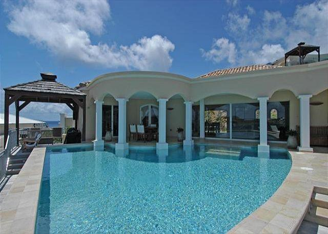 Outdoor dining area - Luxury and privacy villa just a short walk to Dawn Beach | Island Properties - Saint Martin-Sint Maarten - rentals