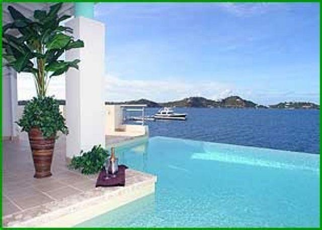 Private infinity edge swimming pool - VIP: Elegant and spacious 5 bedroom waterfront villa | Island Properties - Saint Martin-Sint Maarten - rentals