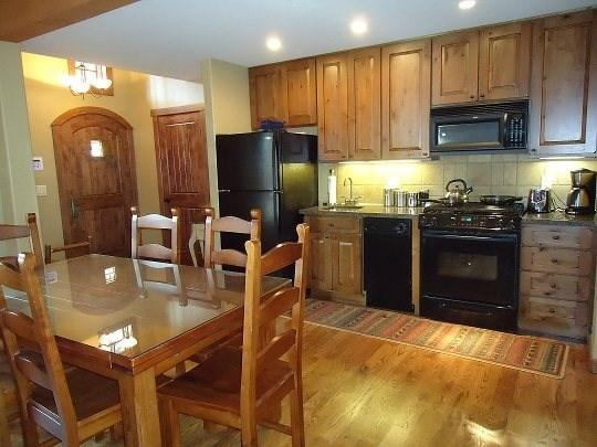 Beautifully furnished two bedroom cottage with two bedrooms and 2.5 baths - Rock Creek Cottage 8 - Two Bedroom, 2.5 Bath Cottage. Sleeps 4. Pet Friendly - Tamarack Resort - rentals