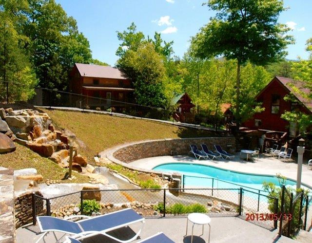 Bear Necessities across from the pool - GREAT CABIN-PERFECT LOCATION book Now Fall /Winter - Gatlinburg - rentals