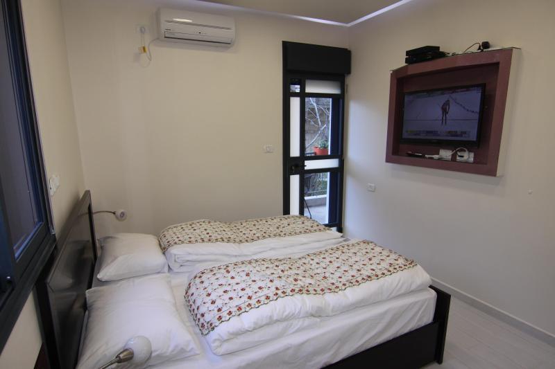 Tween bed bedroom - Ori's luxurious resort apartment - Jerusalem - rentals