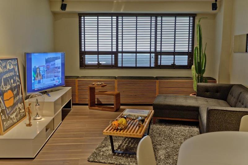 Sleek One Bedroom Suite w/ Golf Views in BGC Fort - Image 1 - Taguig City - rentals