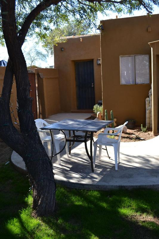 Back yard facing casita - Casita de Luz - Tucson - rentals
